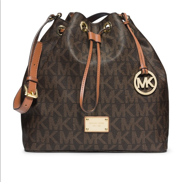 54bbdeb5f722 Michael Kors Large Jules Drawstring Shoulder Bag. M 5bd49ff6c89e1de07e03bb16